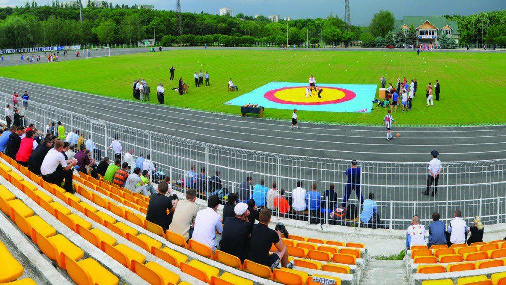 """Lupta națională """"Trânta"""" în cadrul Zilei sportului la UTM (mai, anul 2007)"""