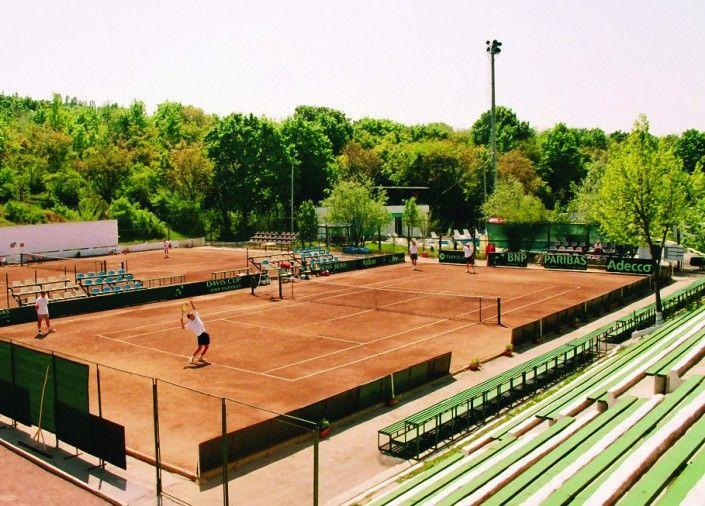 Antrenamente pe terenurile de tenis