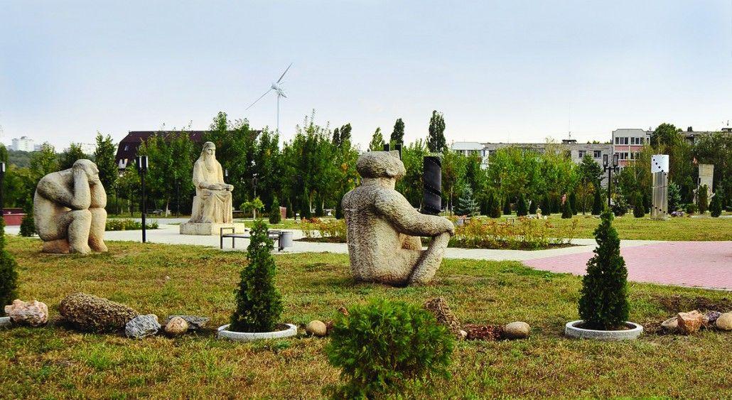 Complex sculptural dedicată gândirii umane
