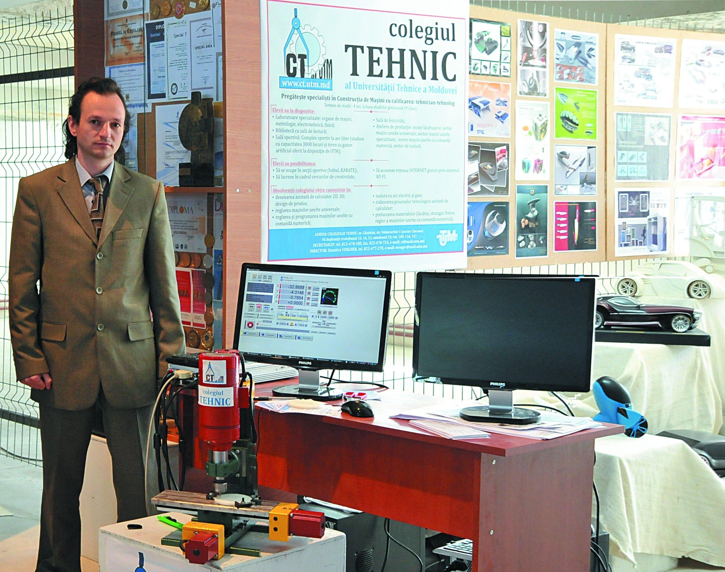 """Standul expozițional al Colegiului Tehnic la Expoziția """"Creativitatea deschide Universul"""" organizată la Universitatea Tehnică a Moldovei, mai 2014"""