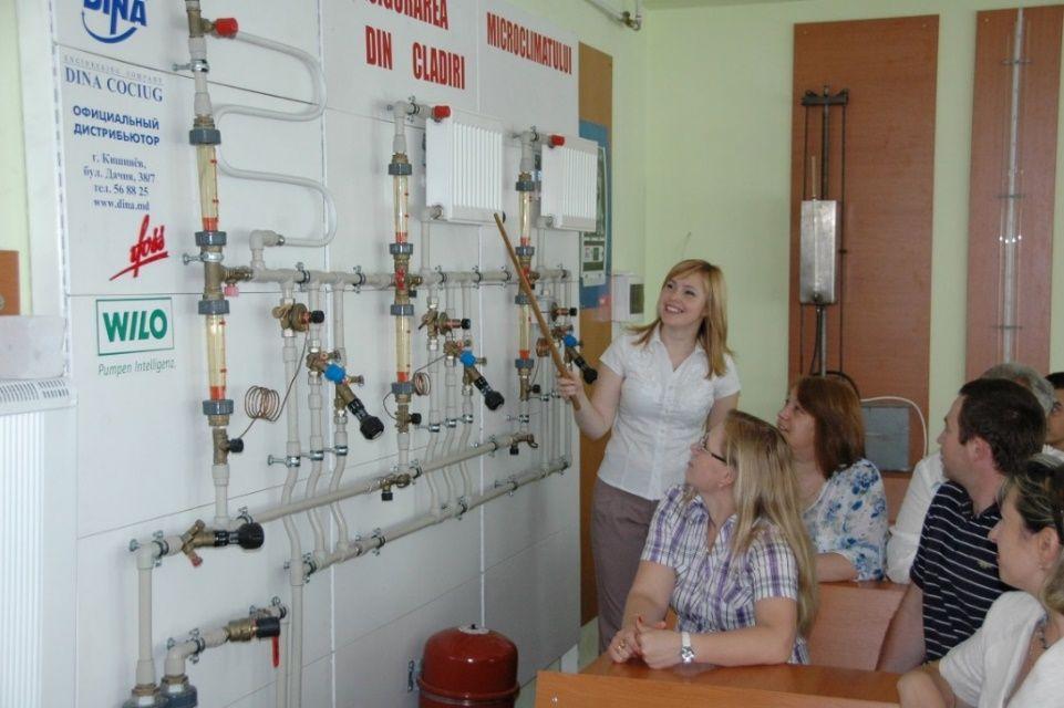 (Laboratorul Departamentului Alimentări cu Căldură, Apă, Gaze şi Protecția Mediului)