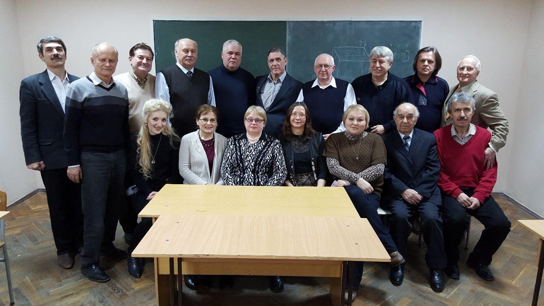 Absolvenţi şi membri ai Catedrei SDE (CPAE) în cadrul unei întâlniri, anul 2016 De la stânga, rândul I: Vitalie GUŞAN (Canada); Constantin ŢURCAN; Natalia MAISTRU; Elena LITOVCENCO; conf. univ., dr. Zinaida GULCA; Ludmila GREMALSCHI; conf. univ., dr., şef Catedră SDE Tatiana ŞESTACOV. Rândul II: conf. univ., dr. Gherman SOROCHIN; Iurie COSTIN; prof., dr. hab. Victor BORŞEVICI; prof., dr. hab. Anatol GREMALSCHI; conf. univ., dr. Boris CHIRILENCO; dr. Tudor JUGANARU; conf. univ., dr., şef. Catedră RC Ion AVRAM; conf. univ., dr. Alexandru SAVIN; dr. Vladimir CICLICCI; l. sup. Sergiu TINCOVAN