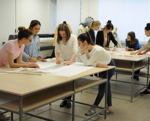 14 Activitati - Studenti in Lab Design-proiectare
