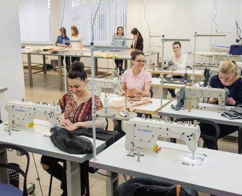 15 Activitati - studenti in Atelier Confectionare 1