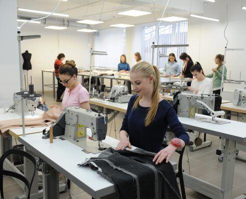 16 Activitati - studenti in Atelier Confectionare 2