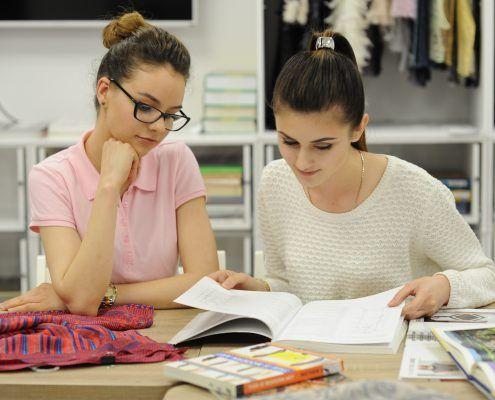 18 Activitati - studenti in biblio 2